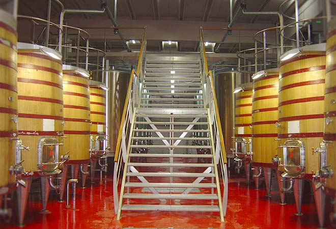 Restructuration Chai Kefraya escaliers maitre d'oeuvre vinicole INGEVIN